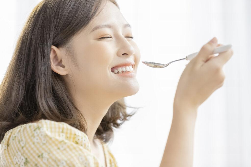 ホワイトニング後の食事に注意!気を付けたい食べ物・飲み物とは?