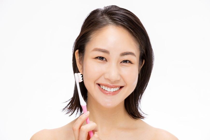 セルフホワイトニングサロンと歯医者の施術、特徴や価格の違いとは?