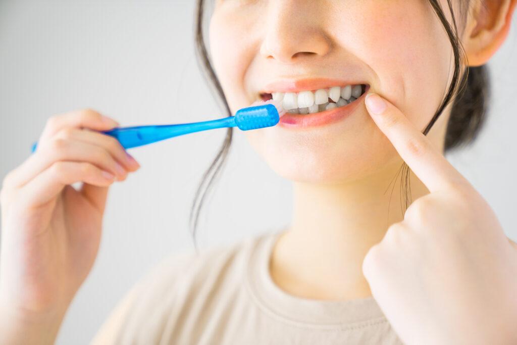 犬歯は他の歯よりも黄ばみやすいって本当?犬歯の黄ばみの原因と対処法